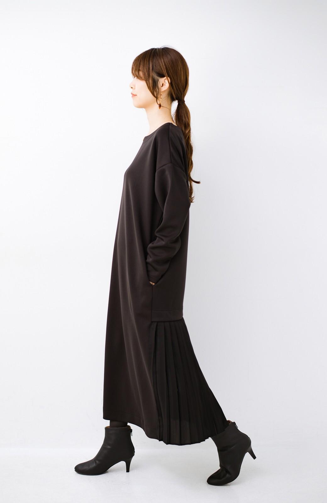 haco! 前はシンプルで着やすい&後ろ姿は最高にかわいい プリーツスウェットワンピース <ブラック>の商品写真11