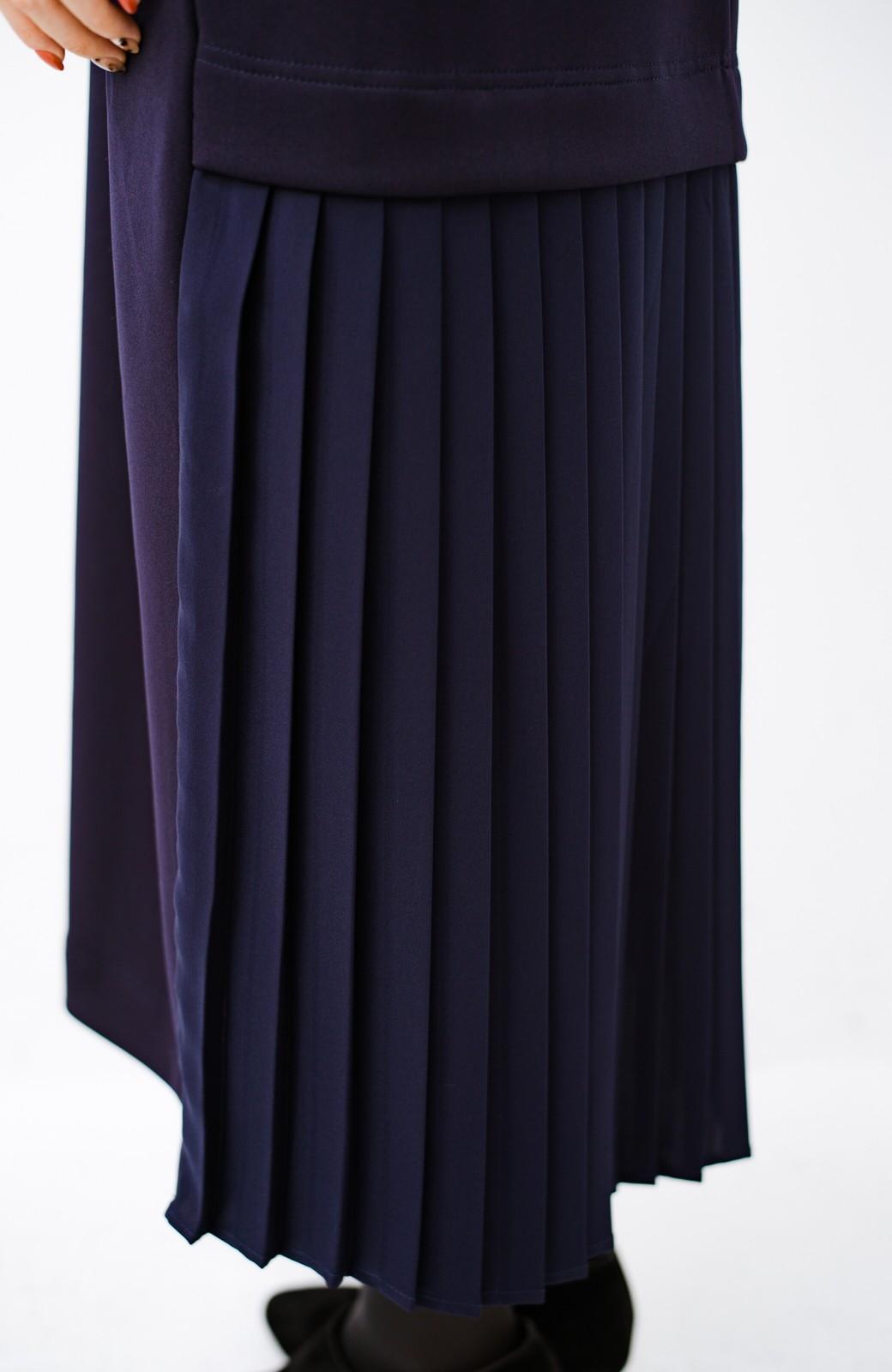haco! 前はシンプルで着やすい&後ろ姿は最高にかわいい プリーツスウェットワンピース <ネイビー>の商品写真6
