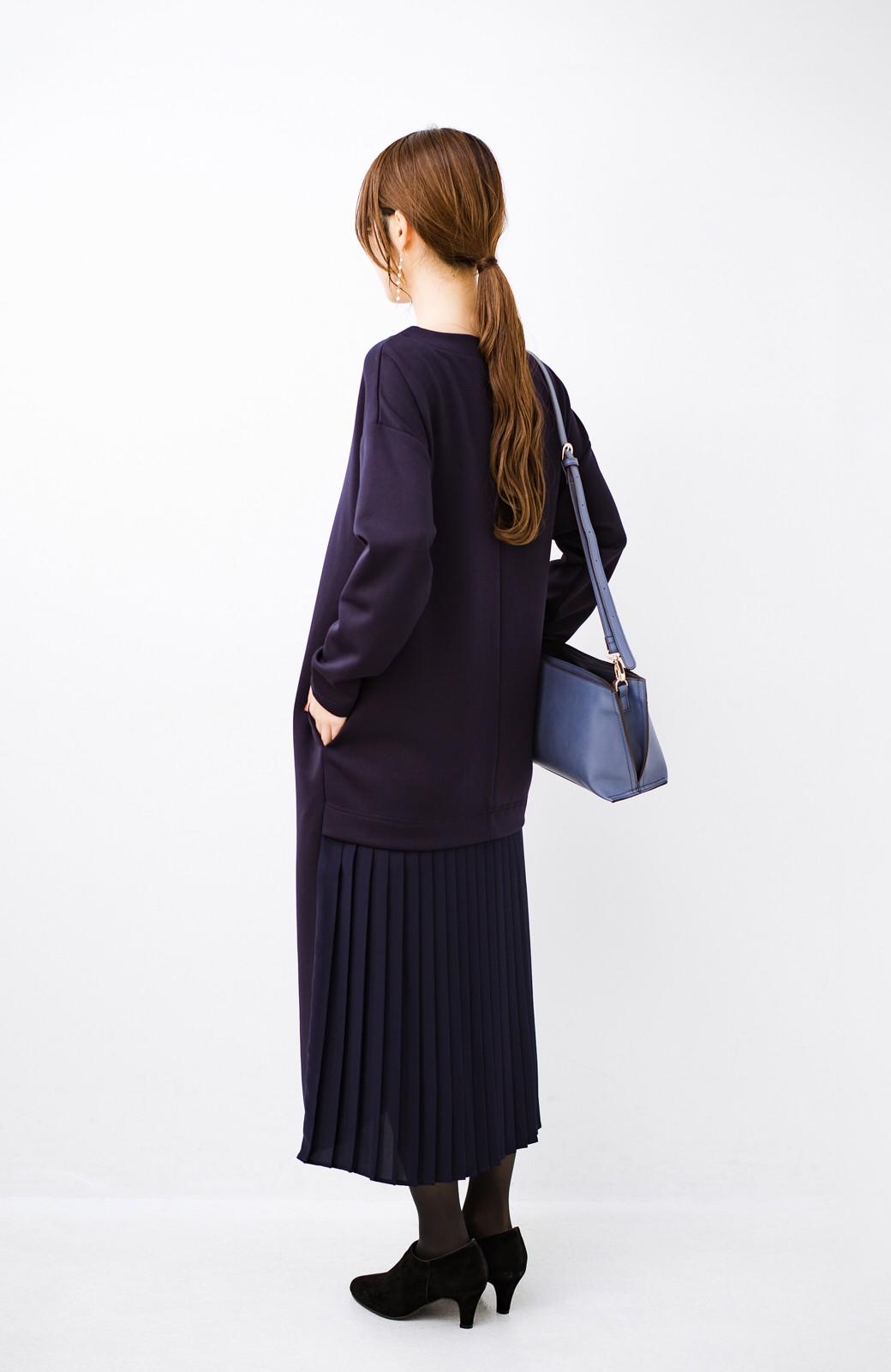haco! 前はシンプルで着やすい&後ろ姿は最高にかわいい プリーツスウェットワンピース <ネイビー>の商品写真9