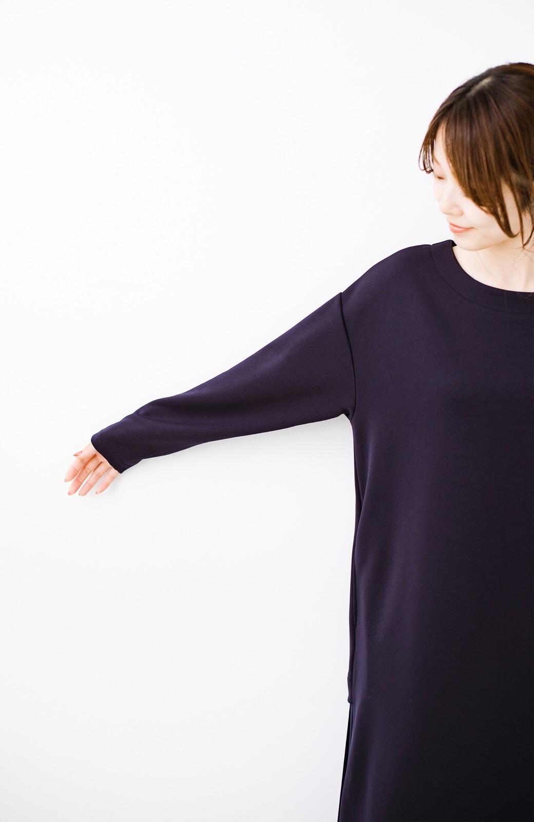 haco! 前はシンプルで着やすい&後ろ姿は最高にかわいい プリーツスウェットワンピース <ネイビー>の商品写真14