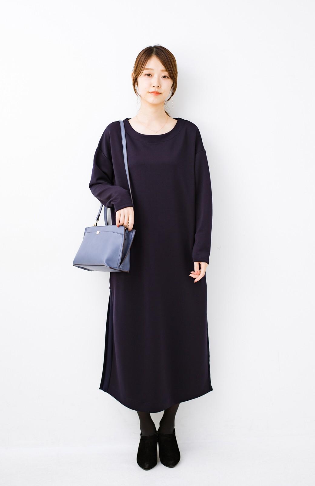 haco! 前はシンプルで着やすい&後ろ姿は最高にかわいい プリーツスウェットワンピース <ネイビー>の商品写真8