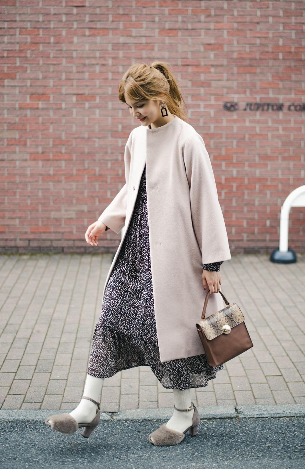 haco!  普段のデニムにも、特別な日のワンピとも! 使いやすくて歩きやすいふわっとエコファーのオープントゥパンプス <グレイッシュベージュ>の商品写真11