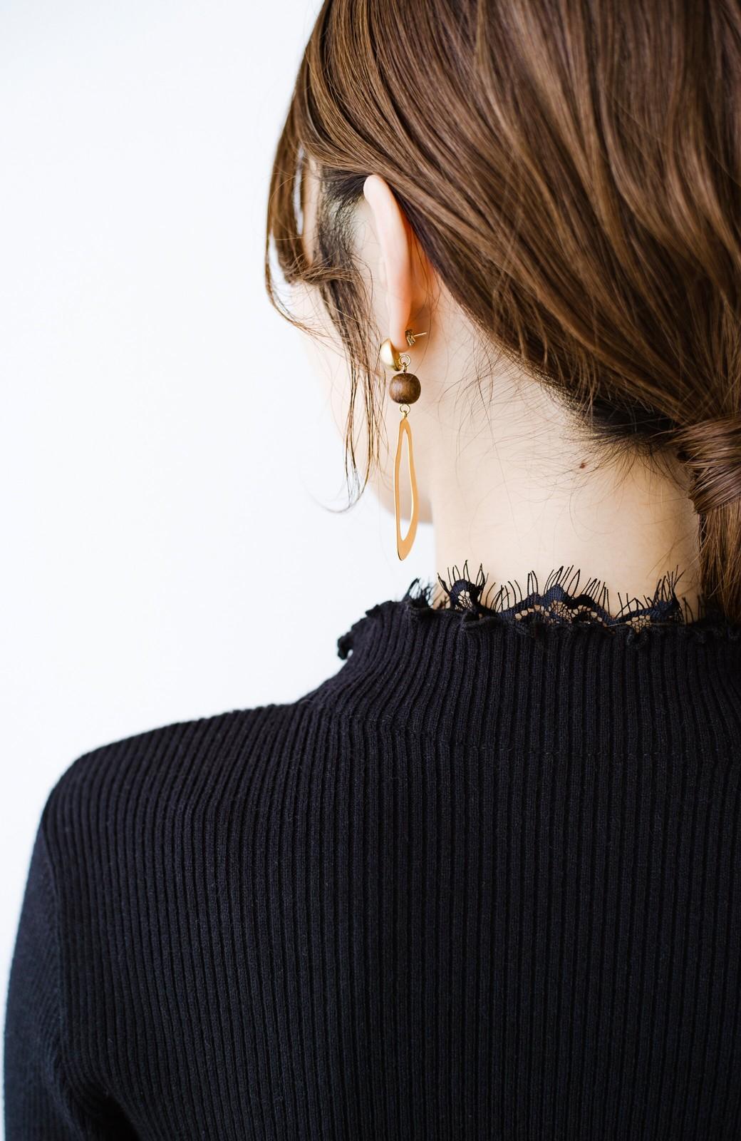 haco! 1枚でも重ね着でも便利!合わせやすくてかわいげを足せる 衿レース付きニットby style zampa <ブラック>の商品写真6