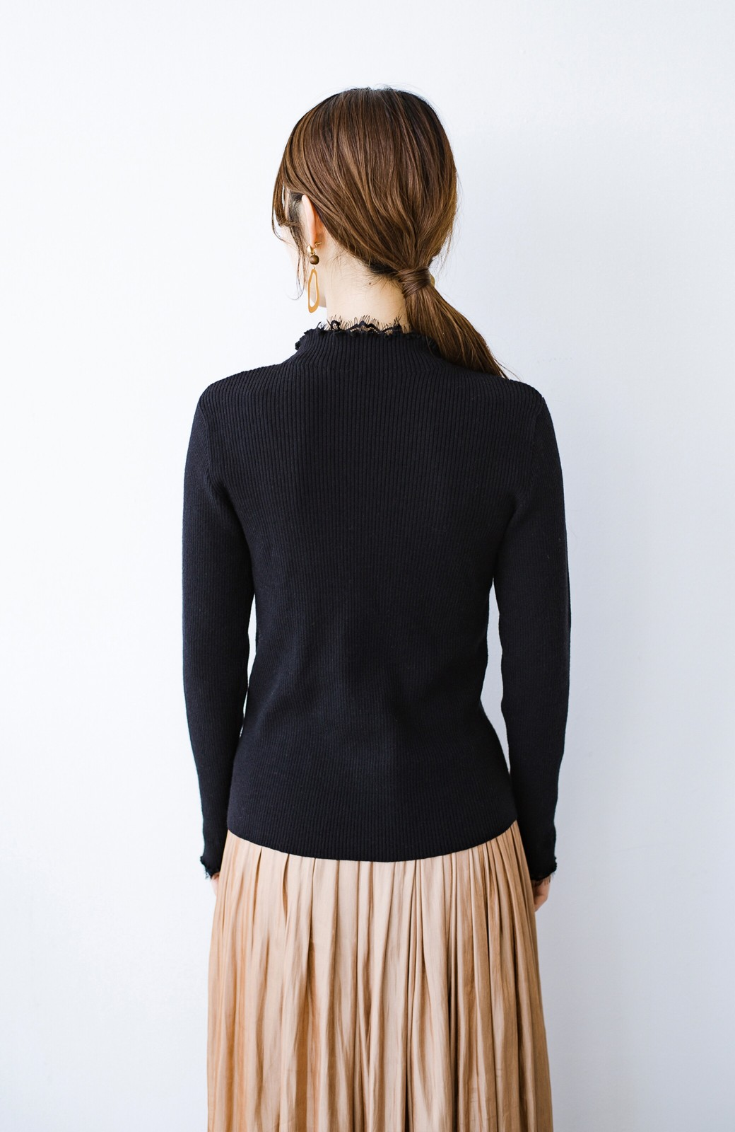 haco! 1枚でも重ね着でも便利!合わせやすくてかわいげを足せる 衿レース付きニットby style zampa <ブラック>の商品写真14