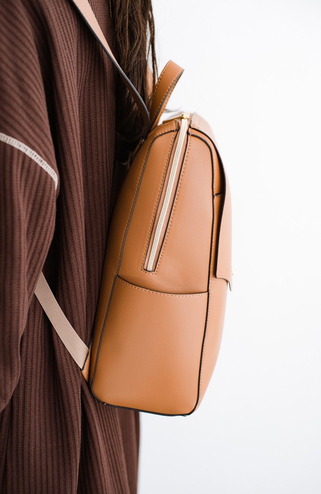 haco! Legato Largo かるいかばんシリーズ 軽量ボンディングフェイクレザー リュック <キャメル>の商品写真3