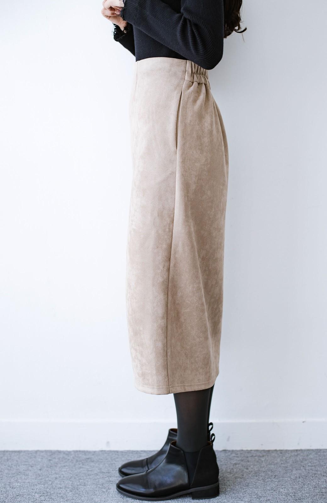 haco! 楽ちん便利に女っぽが叶う カットソーフェイクスエードのタイトスカートby laulea <ライトベージュ>の商品写真2
