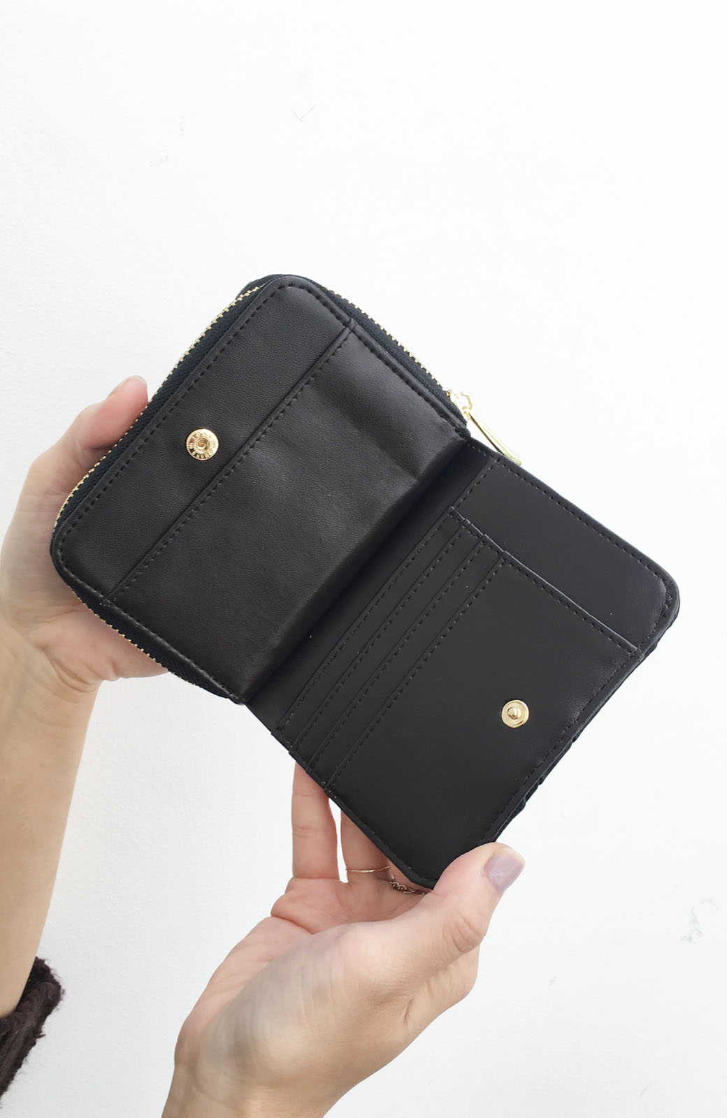 haco! Legato Largo ストライプの切り替えが華やかな二つ折財布 <ブラック>の商品写真5