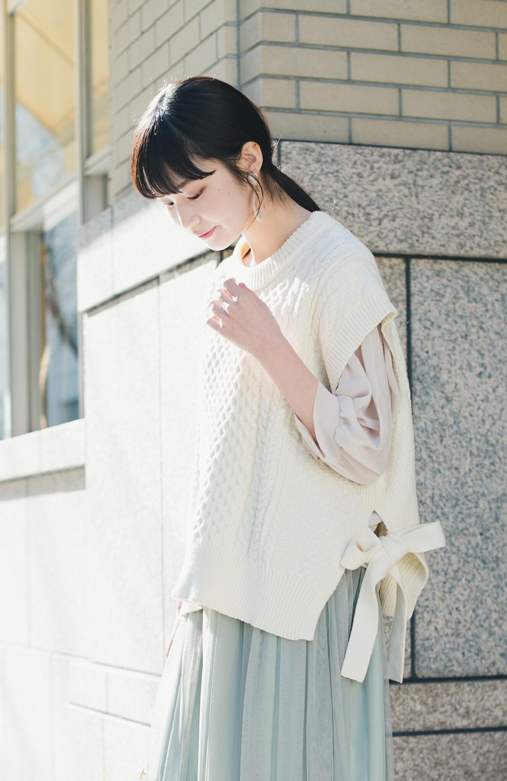 haco! ワンピースやシャツに重ねるだけであっという間に今っぽくなれるケーブル編みニットベスト <アイボリー>の商品写真3
