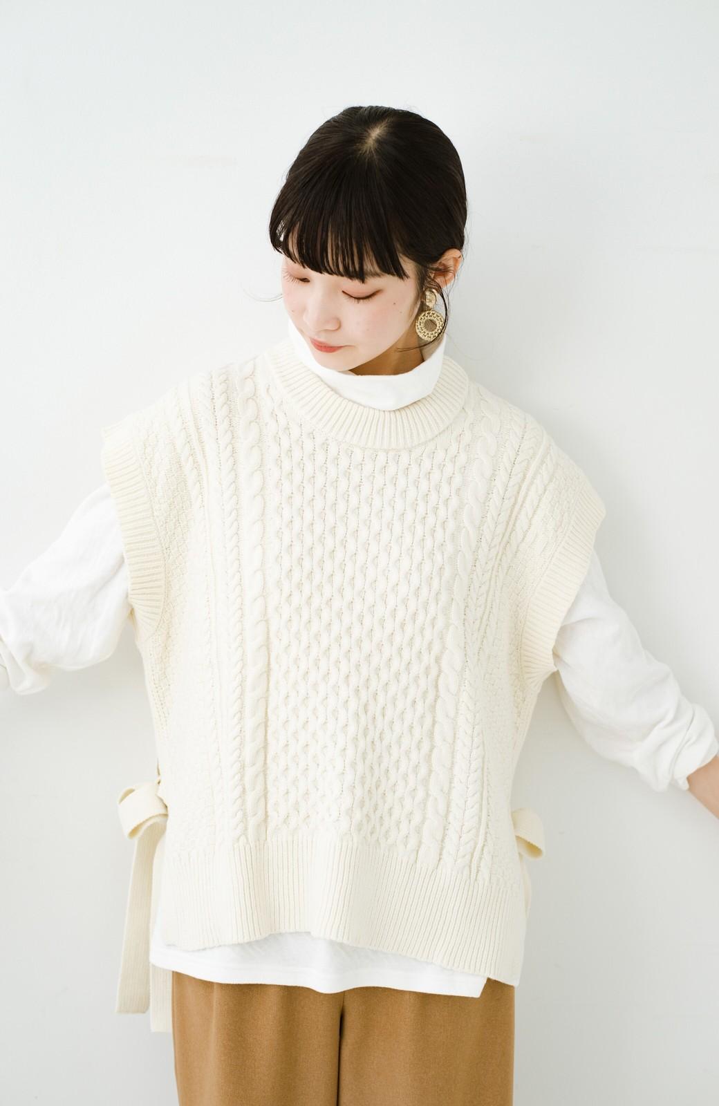 haco! ワンピースやシャツに重ねるだけであっという間に今っぽくなれるケーブル編みニットベスト <アイボリー>の商品写真7