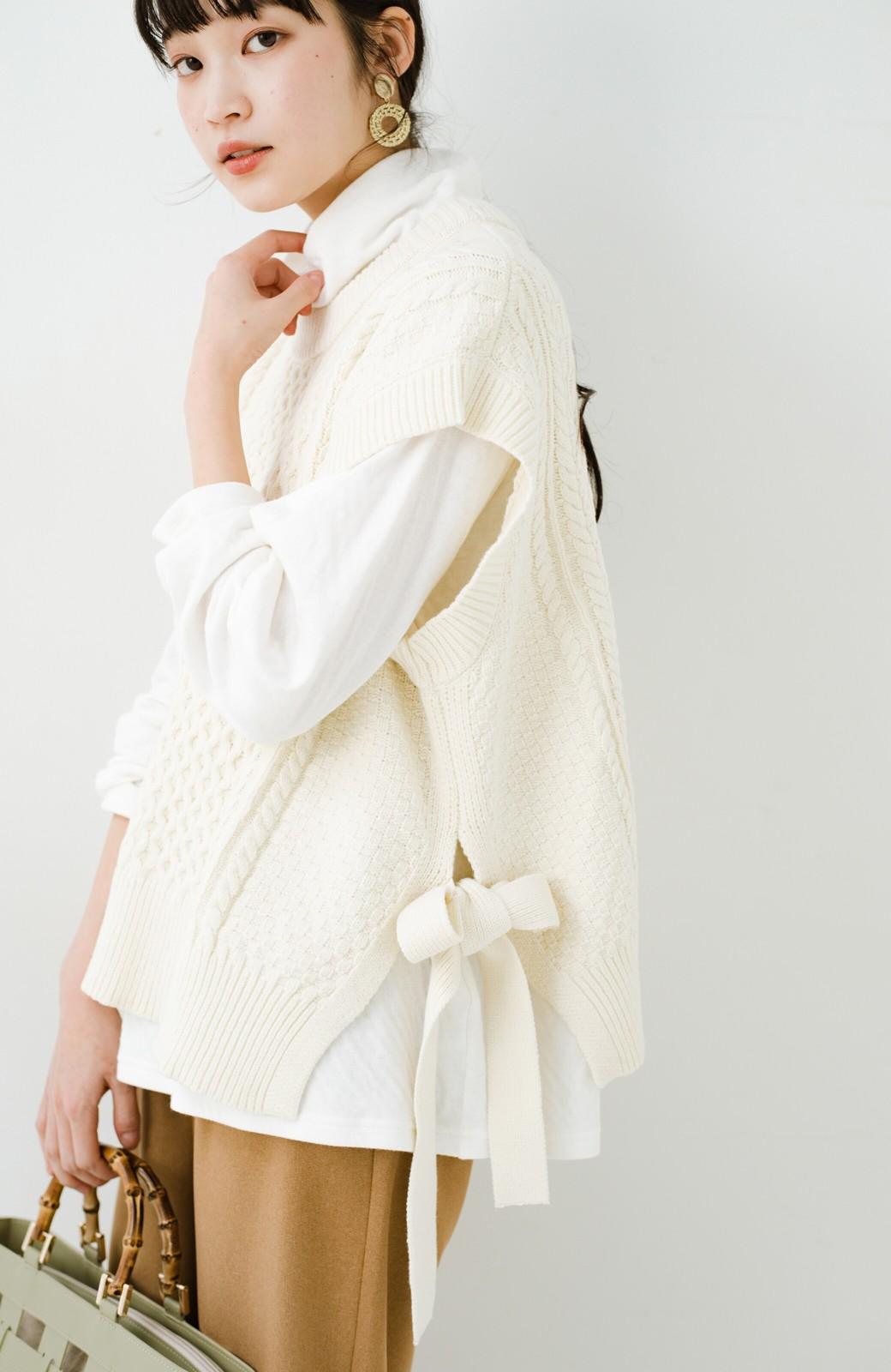 haco! ワンピースやシャツに重ねるだけであっという間に今っぽくなれるケーブル編みニットベスト <アイボリー>の商品写真8