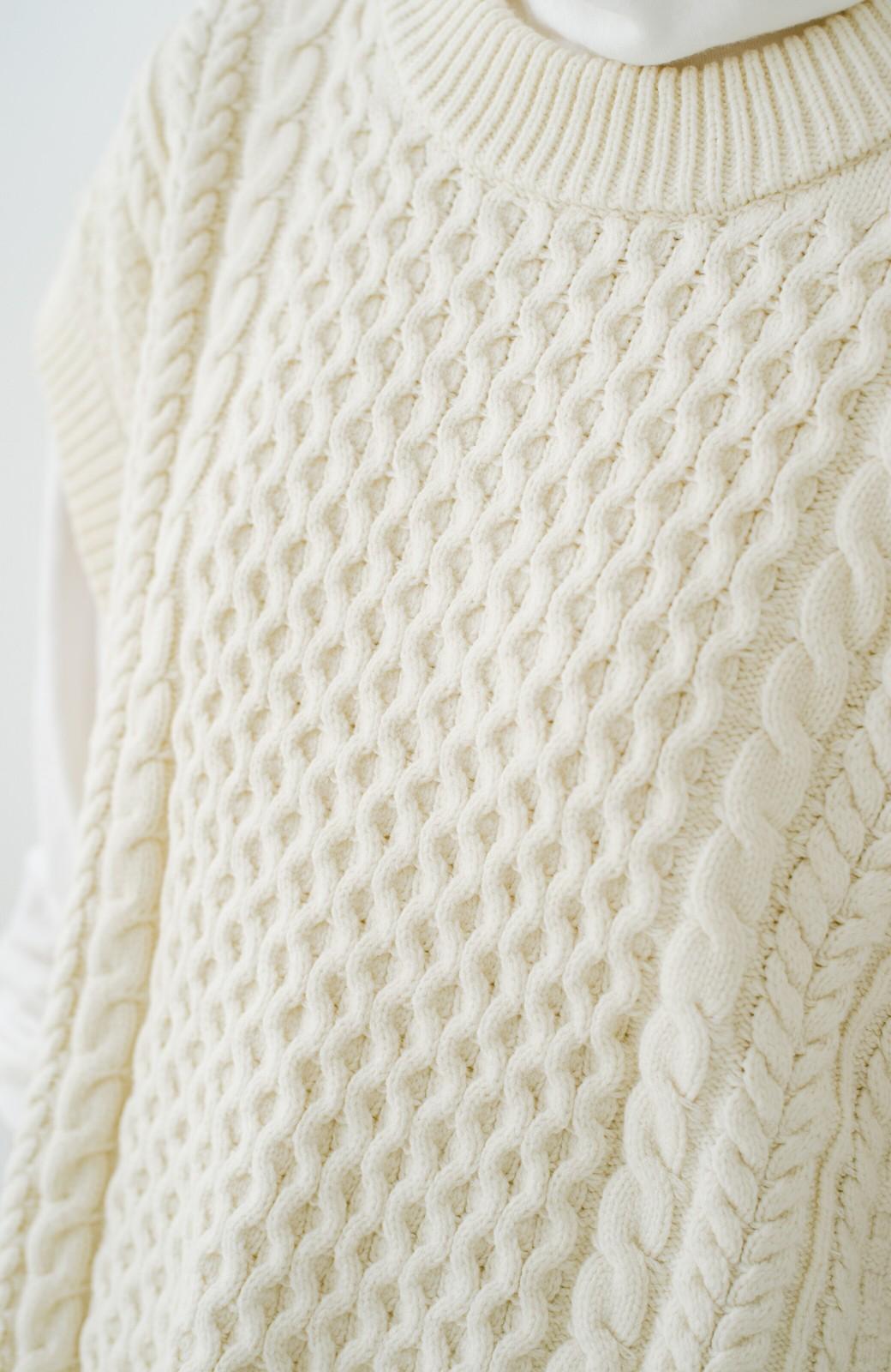 haco! ワンピースやシャツに重ねるだけであっという間に今っぽくなれるケーブル編みニットベスト <アイボリー>の商品写真10
