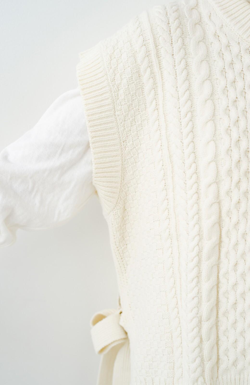 haco! ワンピースやシャツに重ねるだけであっという間に今っぽくなれるケーブル編みニットベスト <アイボリー>の商品写真11