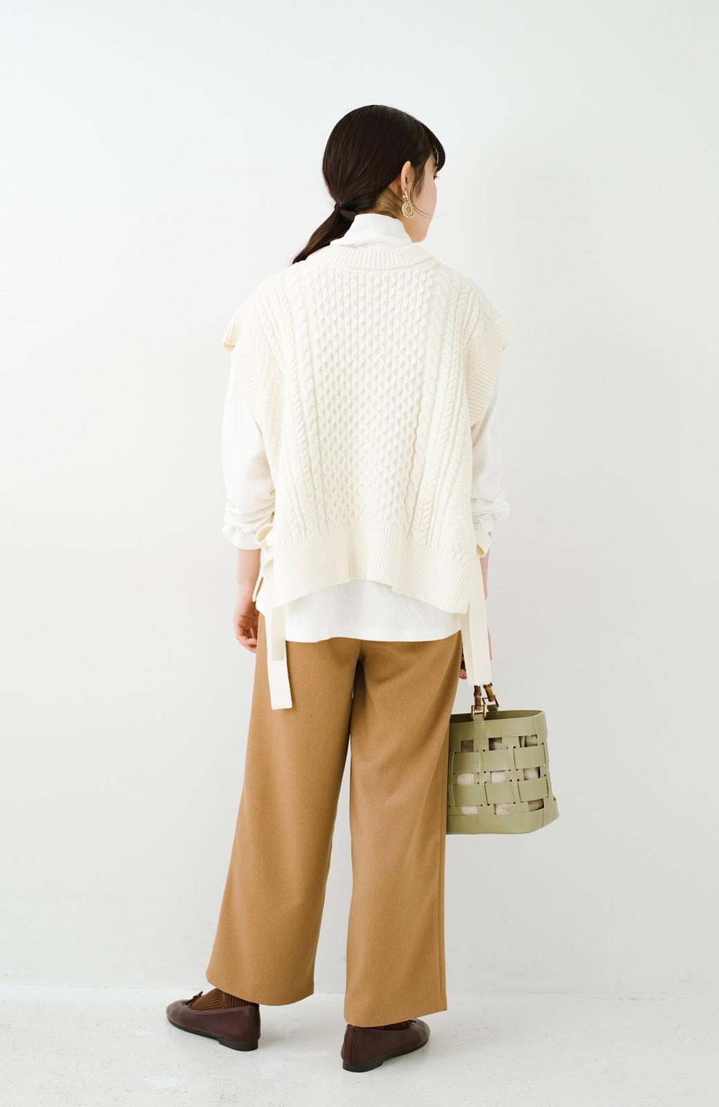 haco! ワンピースやシャツに重ねるだけであっという間に今っぽくなれるケーブル編みニットベスト <アイボリー>の商品写真20