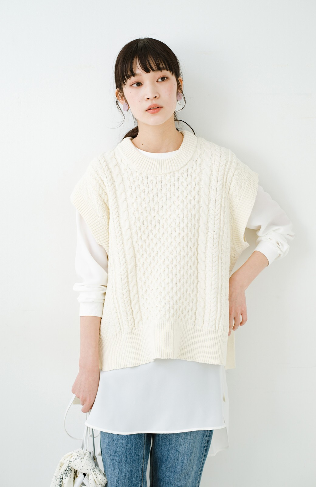 haco! ワンピースやシャツに重ねるだけであっという間に今っぽくなれるケーブル編みニットベスト <アイボリー>の商品写真21