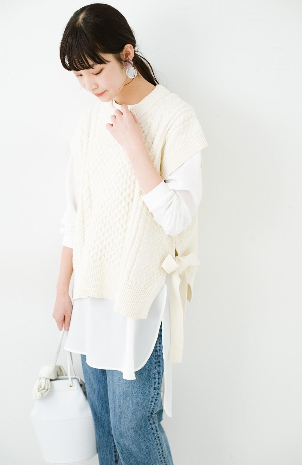 haco! ワンピースやシャツに重ねるだけであっという間に今っぽくなれるケーブル編みニットベスト <アイボリー>の商品写真1
