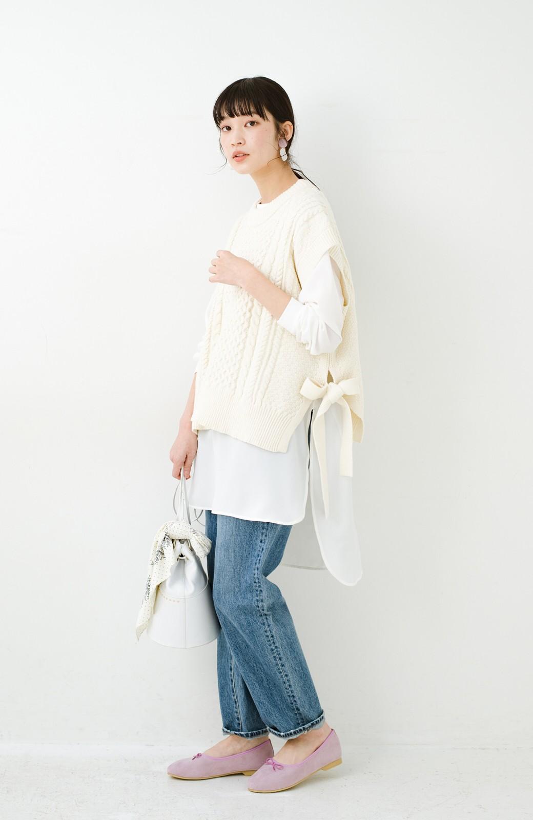 haco! ワンピースやシャツに重ねるだけであっという間に今っぽくなれるケーブル編みニットベスト <アイボリー>の商品写真17