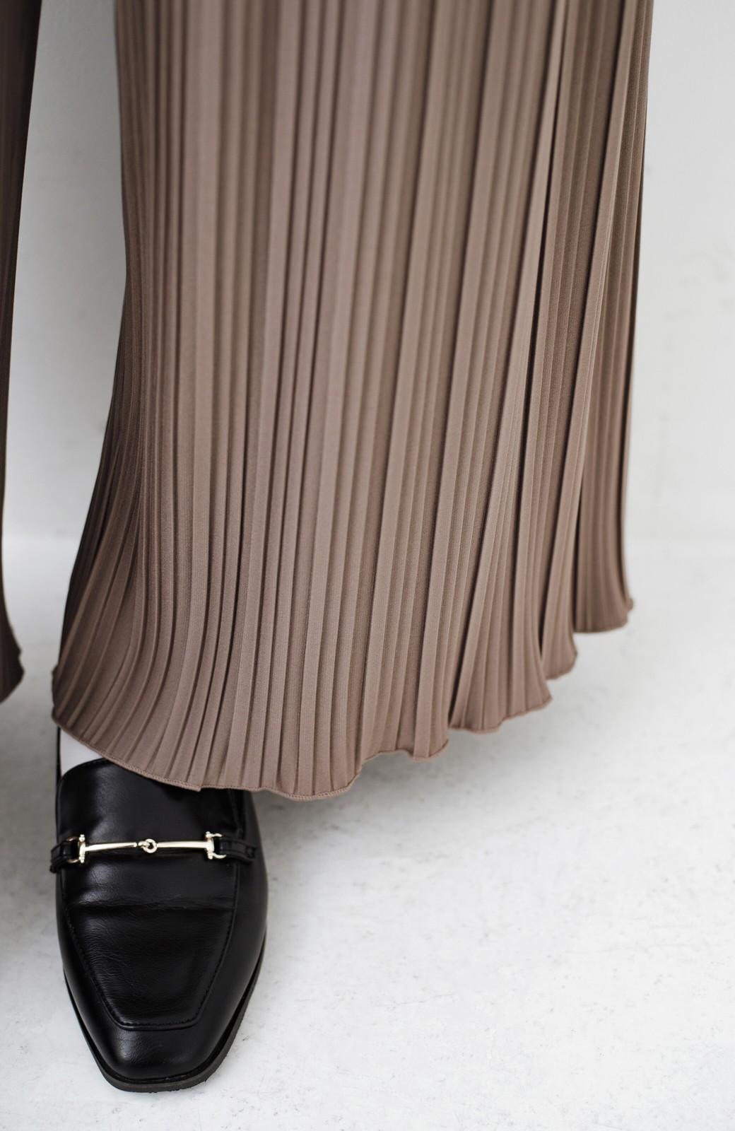 haco! パンツ派さんのデートにもカジュアル派さんの重ね着にも便利なプリーツパンツ  <ブラウン>の商品写真8