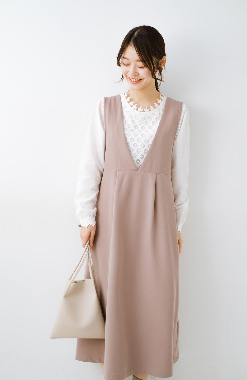 haco! ニットにもTシャツにも似合う ずっと着られてパッと華やぐジャンパースカート <ピンクベージュ>の商品写真1