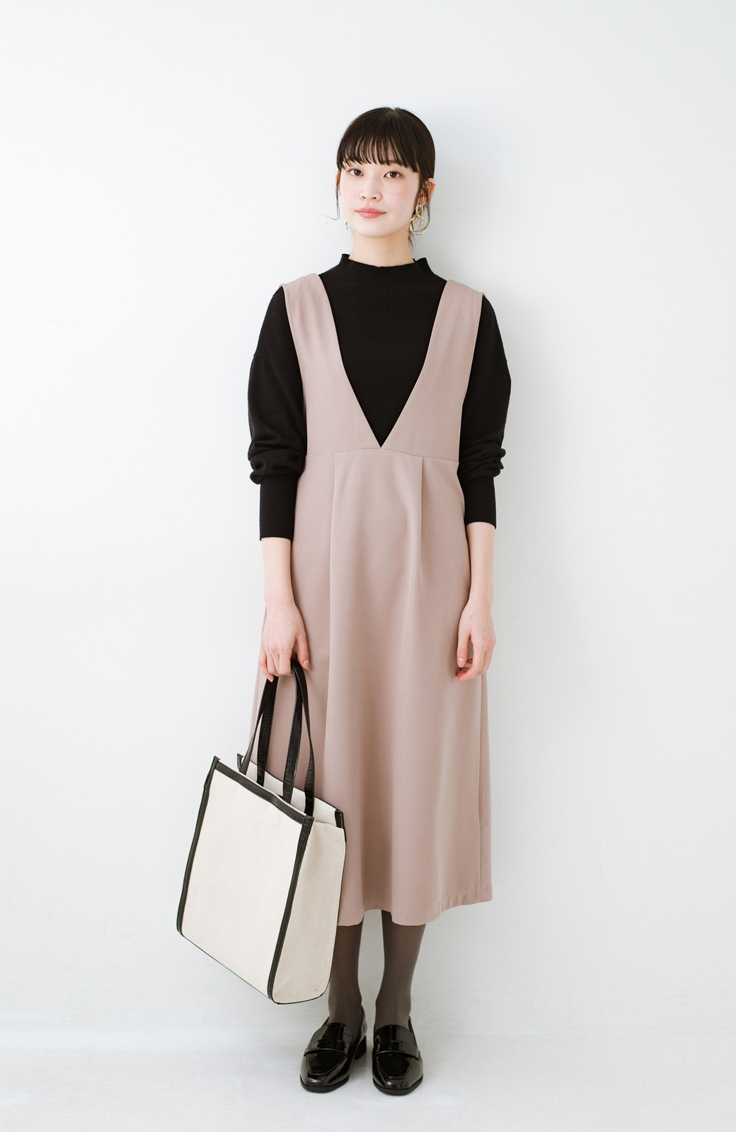 haco! ニットにもTシャツにも似合う ずっと着られてパッと華やぐジャンパースカート <ピンクベージュ>の商品写真8