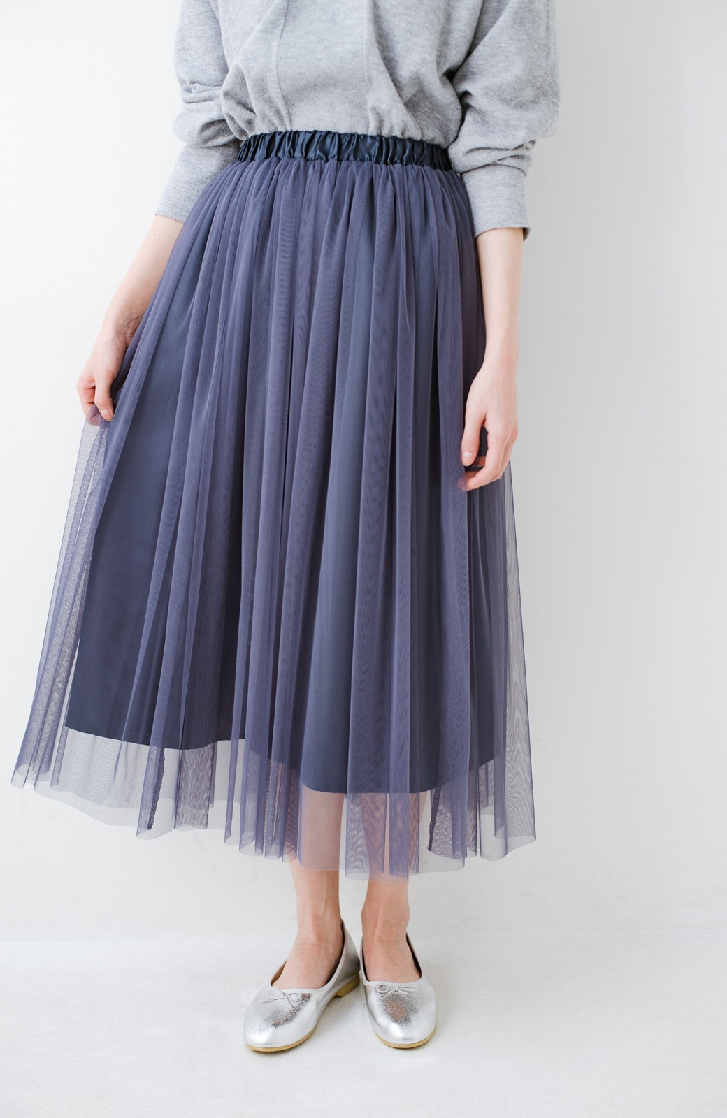 haco! 着るだけでルンとした気分になる! 長ーーい季節着られてずっと使えるオトナのためのチュールスカート <ネイビー>の商品写真1