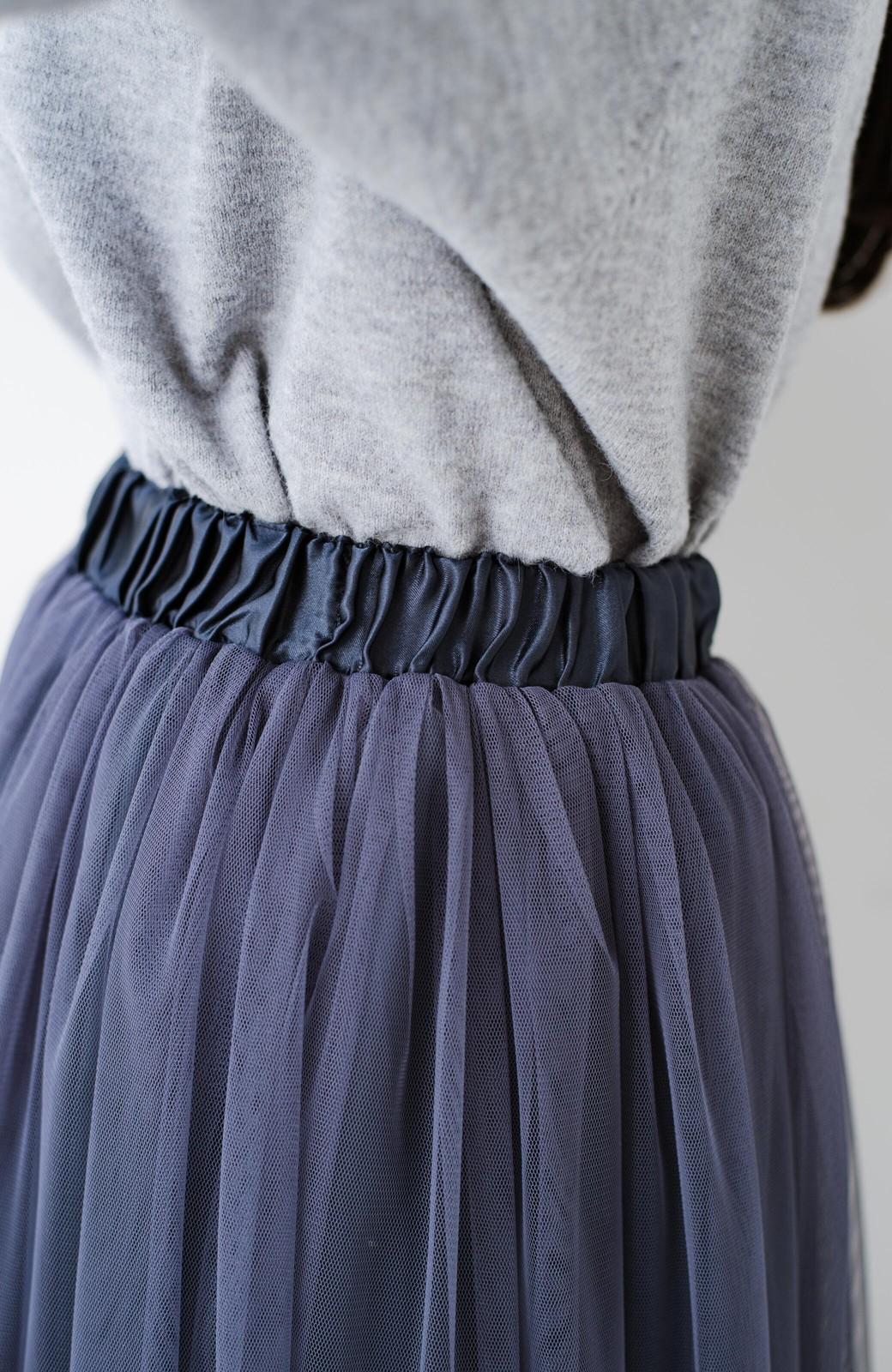 haco! 着るだけでルンとした気分になる! 長ーーい季節着られてずっと使えるオトナのためのチュールスカート <ネイビー>の商品写真9
