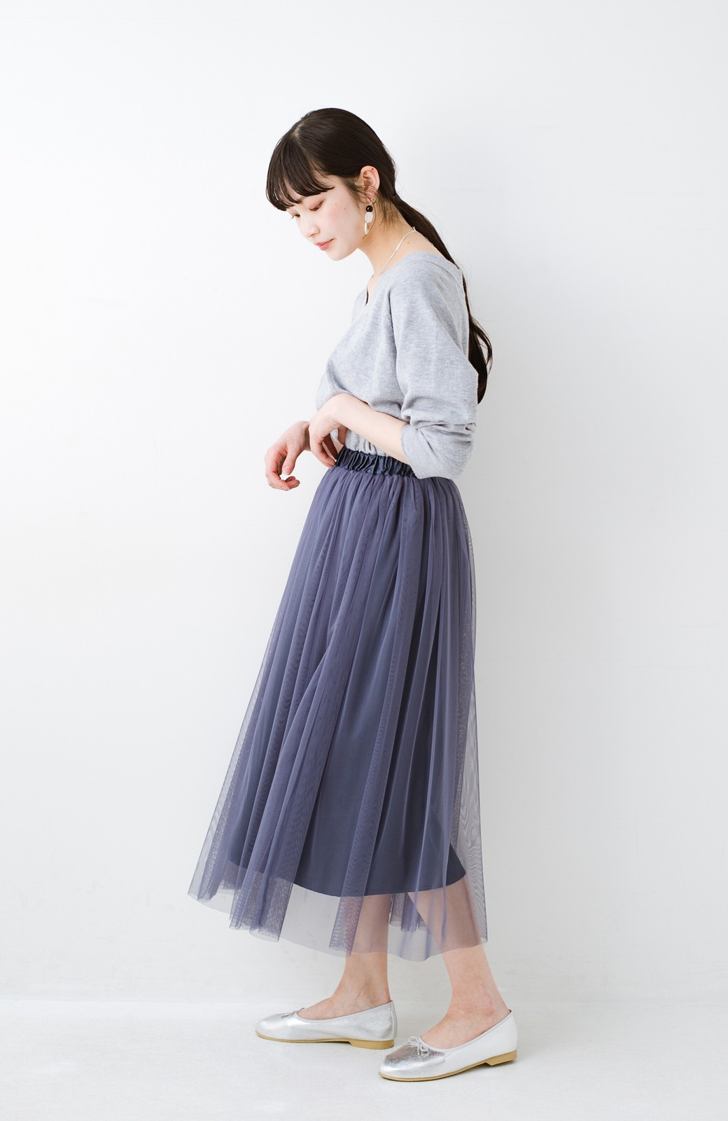 haco! 着るだけでルンとした気分になる! 長ーーい季節着られてずっと使えるオトナのためのチュールスカート <ネイビー>の商品写真4