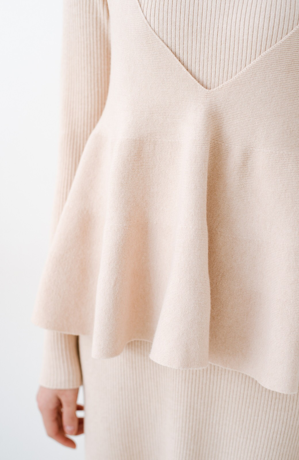 haco! ニットワンピースとキャミソールを重ねて着るだけでパッとオシャレに見えるうれしいセット by style zampa <ライトベージュ>の商品写真4