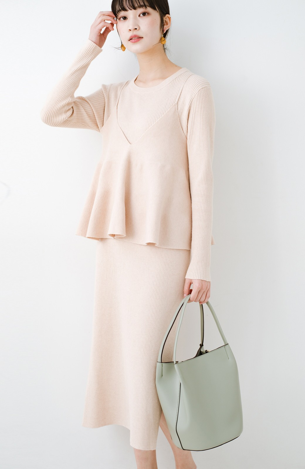 haco! ニットワンピースとキャミソールを重ねて着るだけでパッとオシャレに見えるうれしいセット by style zampa <ライトベージュ>の商品写真1