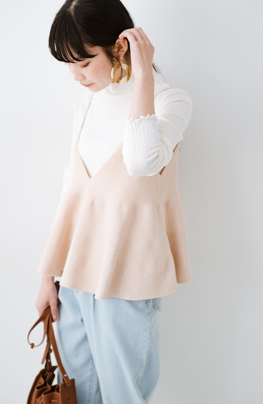 haco! ニットワンピースとキャミソールを重ねて着るだけでパッとオシャレに見えるうれしいセット by style zampa <ライトベージュ>の商品写真15