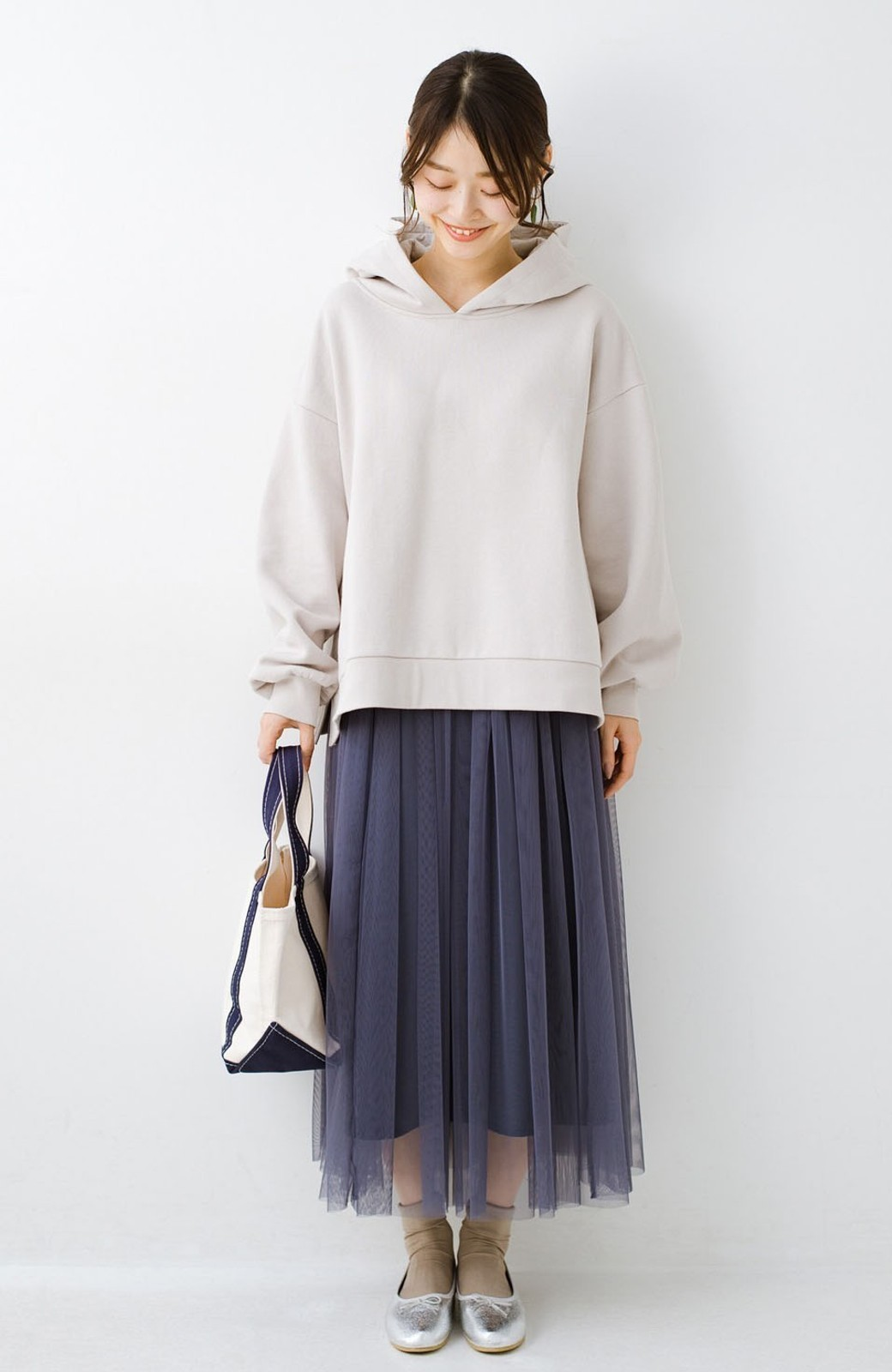 haco! 着るだけでルンとした気分になる! 長ーーい季節着られてずっと使えるオトナのためのチュールスカート <ネイビー>の商品写真2