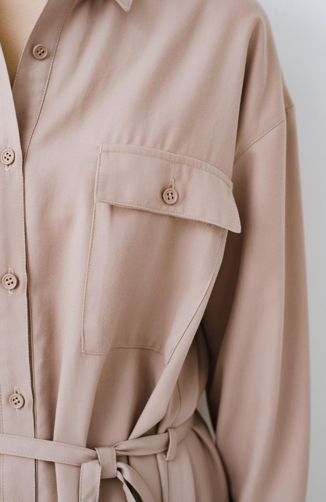 haco! 長ーーい季節着られる! 単品づかいはもちろん重ね着も楽しいシャツワンピース  <ベージュ>の商品写真4