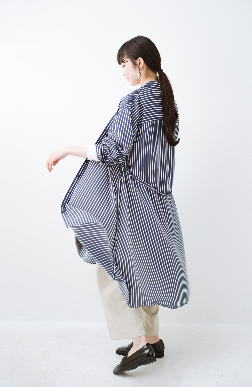 haco! 長ーーい季節着られる! 単品づかいはもちろん重ね着も楽しいシャツワンピース  <ネイビー>の商品写真15