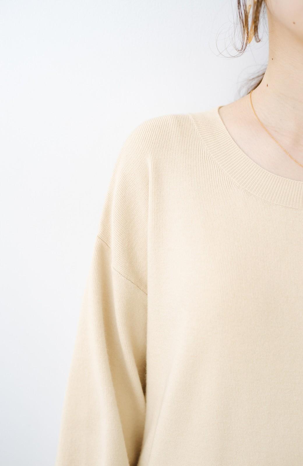 haco! 1枚でも重ね着でもかわいい! ボタン付きスリットが便利なニットワンピース <ライトベージュ>の商品写真4