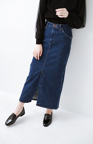haco! Wrangler 絶妙丈で女っぽい!スリットデニムロングスカート <ネイビー>の商品写真