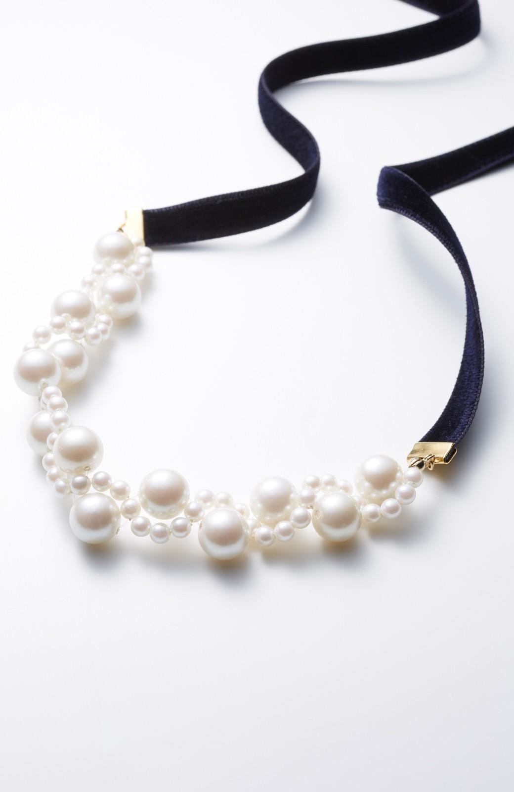 haco! ぱっとつけてぐっと華やぐ 結婚式にも便利なプラパールの編み込みネックレス <ネイビー>の商品写真1