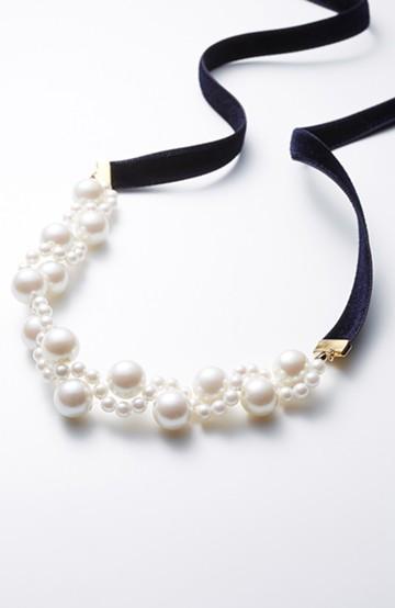 haco! ぱっとつけてぐっと華やぐ 結婚式にも便利なプラパールの編み込みネックレス <ネイビー>の商品写真