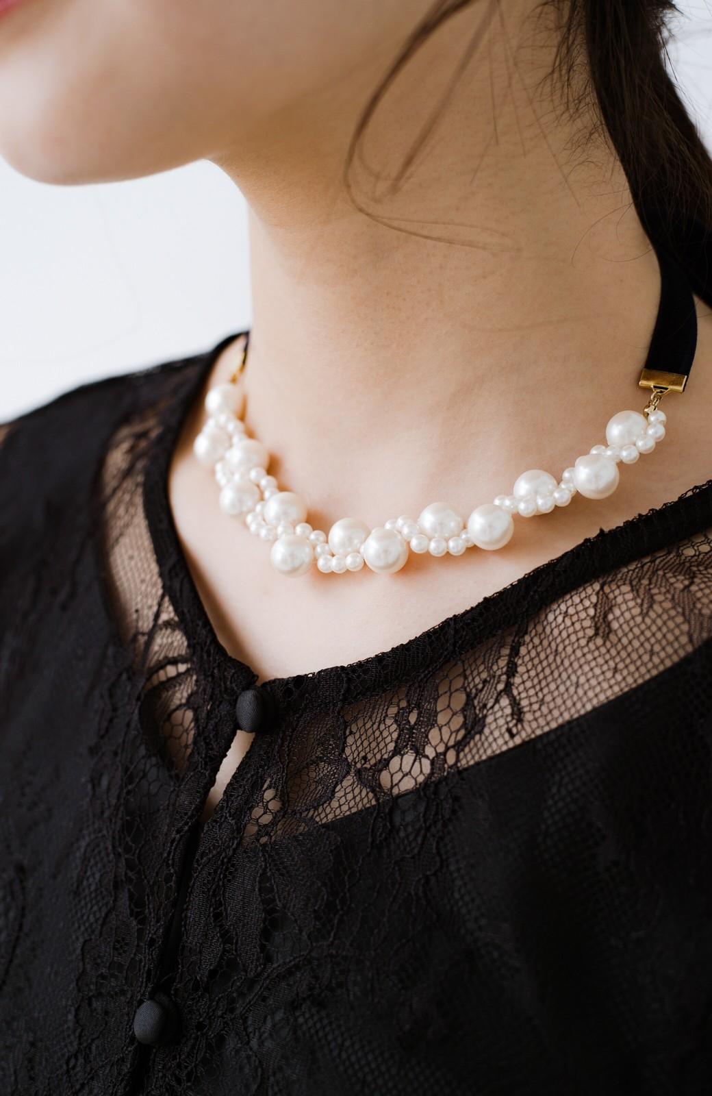 haco! ぱっとつけてぐっと華やぐ 結婚式にも便利なプラパールの編み込みネックレス <ネイビー>の商品写真10