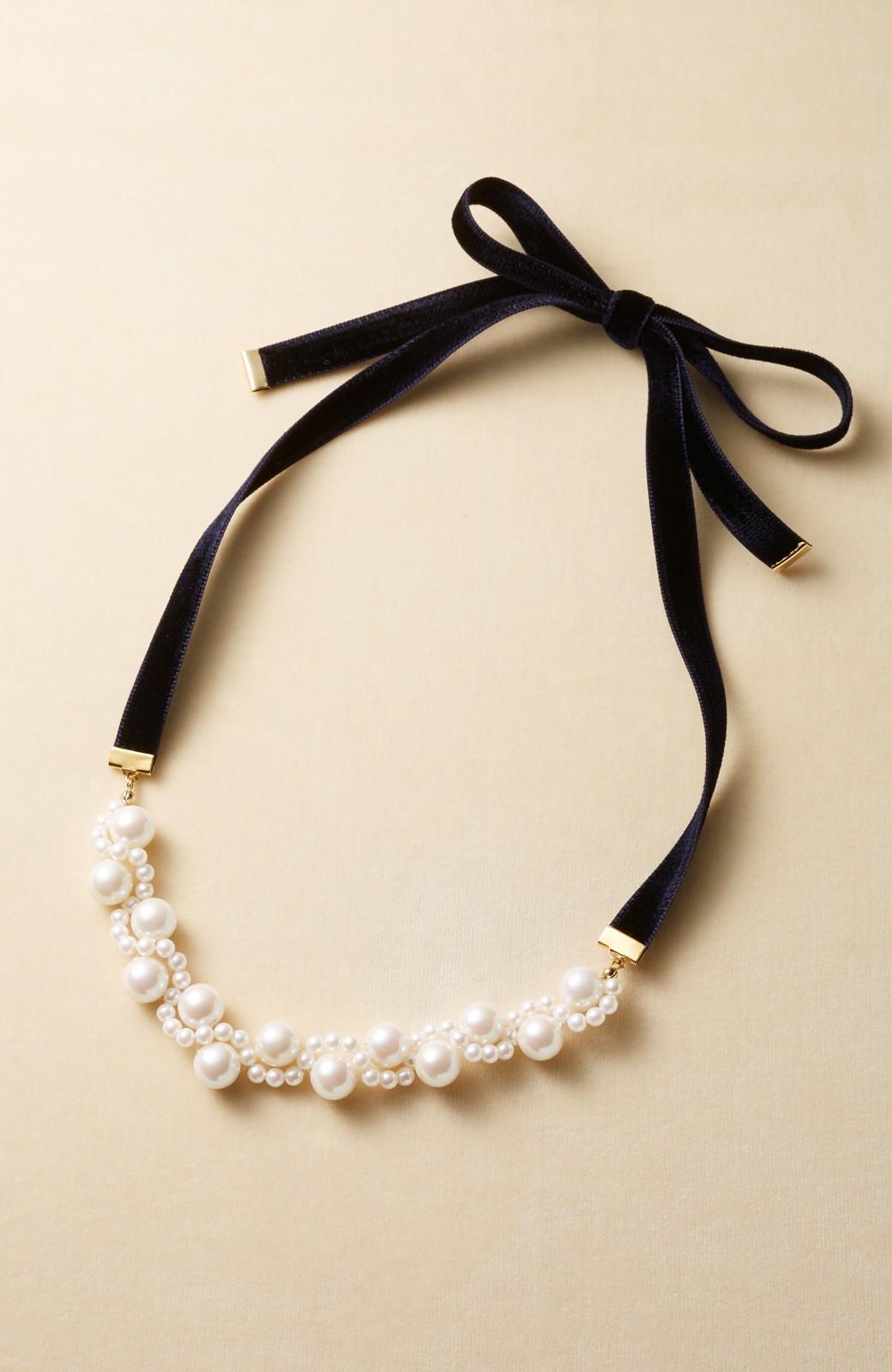 haco! ぱっとつけてぐっと華やぐ 結婚式にも便利なプラパールの編み込みネックレス <ネイビー>の商品写真4