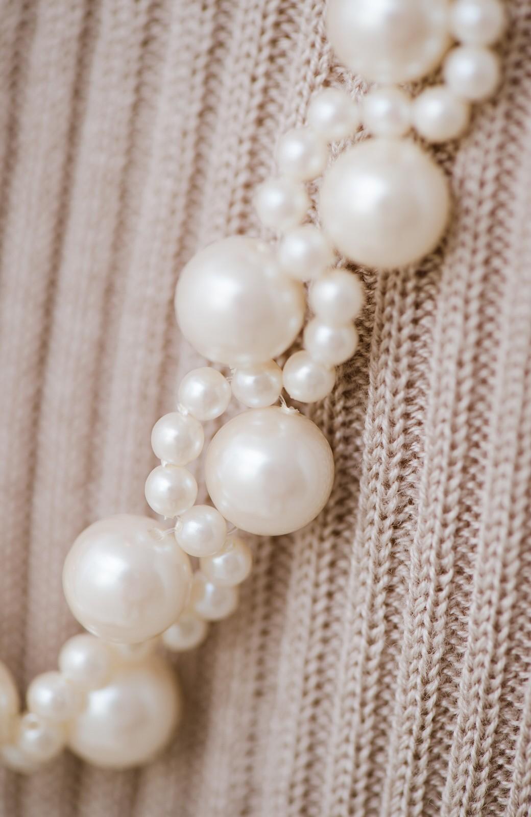 haco! ぱっとつけてぐっと華やぐ 結婚式にも便利なプラパールの編み込みネックレス <ネイビー>の商品写真2