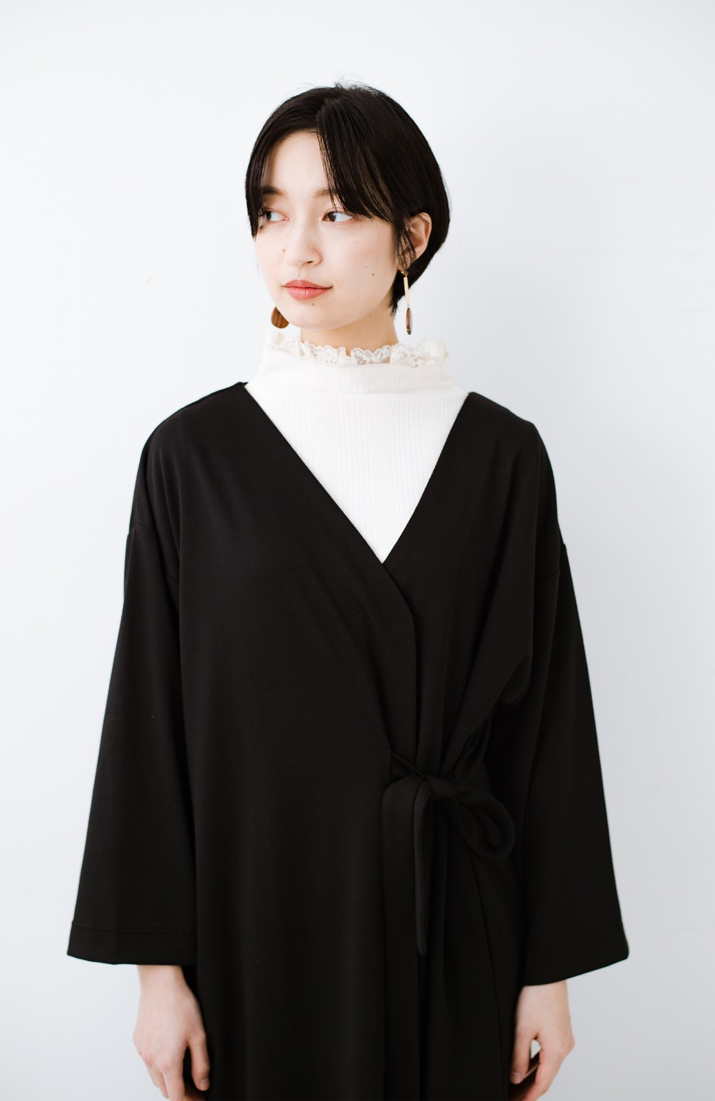 haco! サイドリボンと落ち感が女っぽい 羽織り&重ね着を楽しむカットソーワンピース <ブラック>の商品写真18