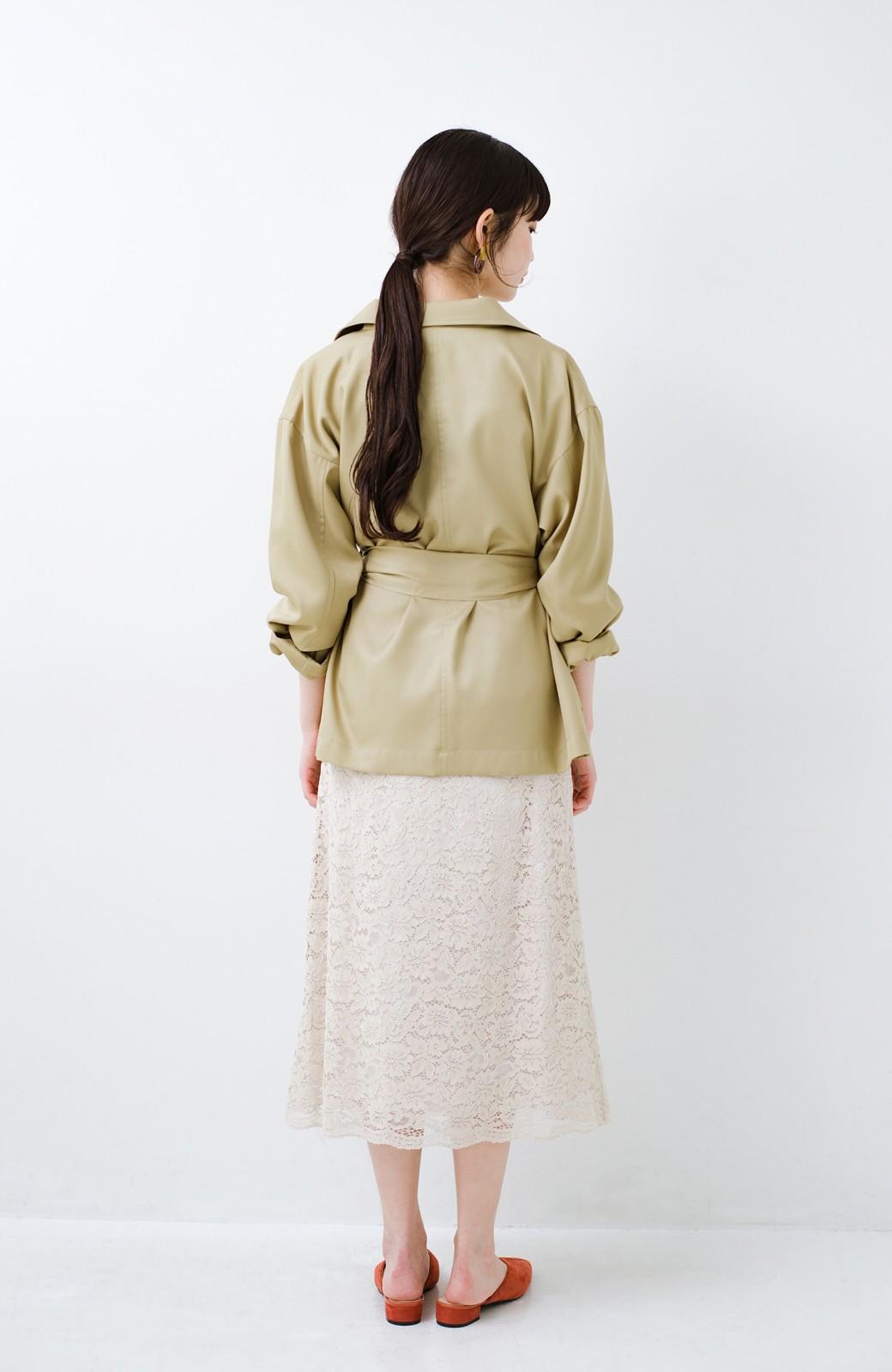haco! とろみ素材とウエストリボンで女っぽ コートよりも気軽に羽織れるトレンチジャケット <ベージュ>の商品写真17