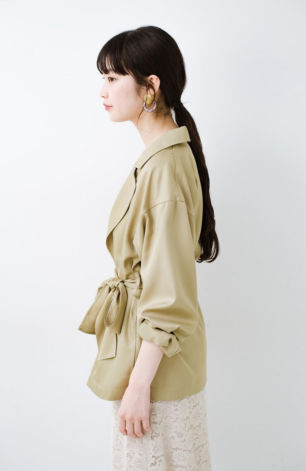 haco! とろみ素材とウエストリボンで女っぽ コートよりも気軽に羽織れるトレンチジャケット <ベージュ>の商品写真14