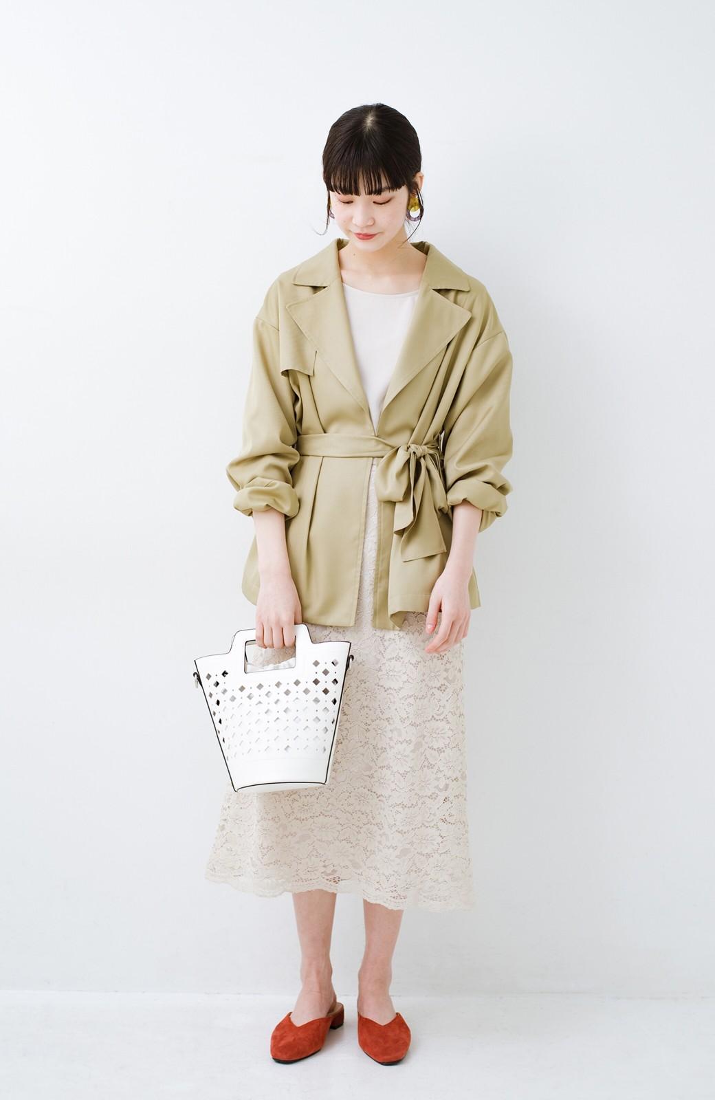 haco! とろみ素材とウエストリボンで女っぽ コートよりも気軽に羽織れるトレンチジャケット <ベージュ>の商品写真6