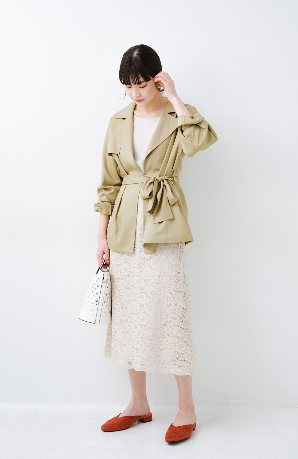haco! とろみ素材とウエストリボンで女っぽ コートよりも気軽に羽織れるトレンチジャケット <ベージュ>の商品写真9