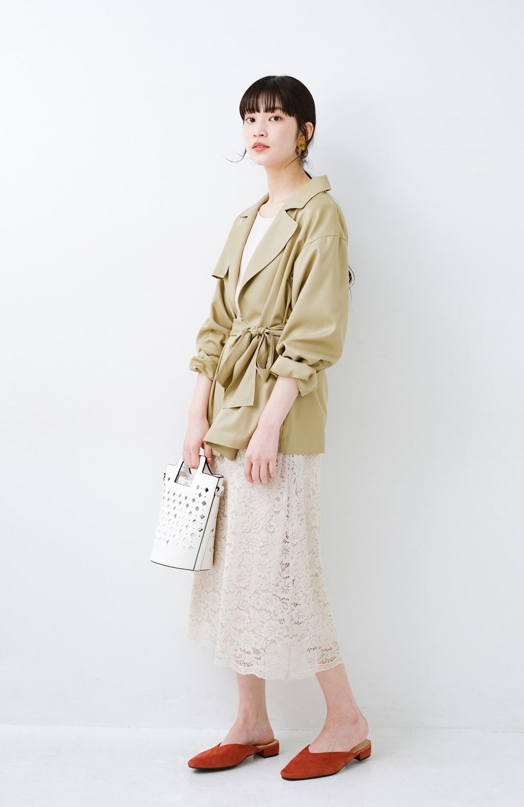 haco! とろみ素材とウエストリボンで女っぽ コートよりも気軽に羽織れるトレンチジャケット <ベージュ>の商品写真11