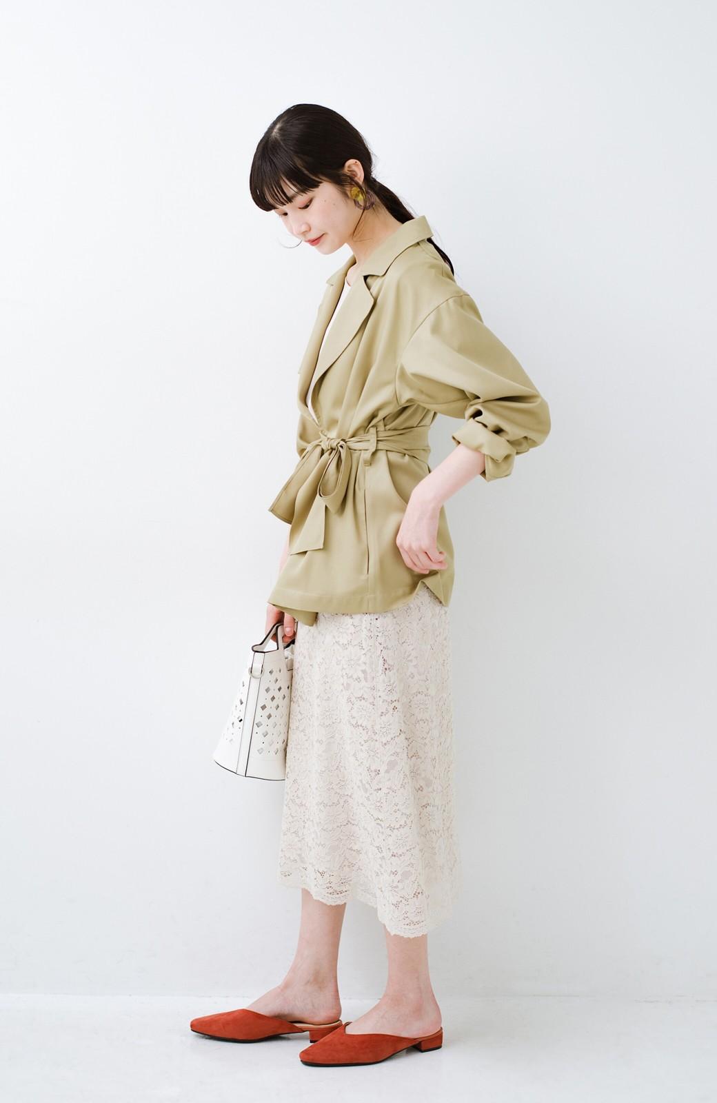 haco! とろみ素材とウエストリボンで女っぽ コートよりも気軽に羽織れるトレンチジャケット <ベージュ>の商品写真10