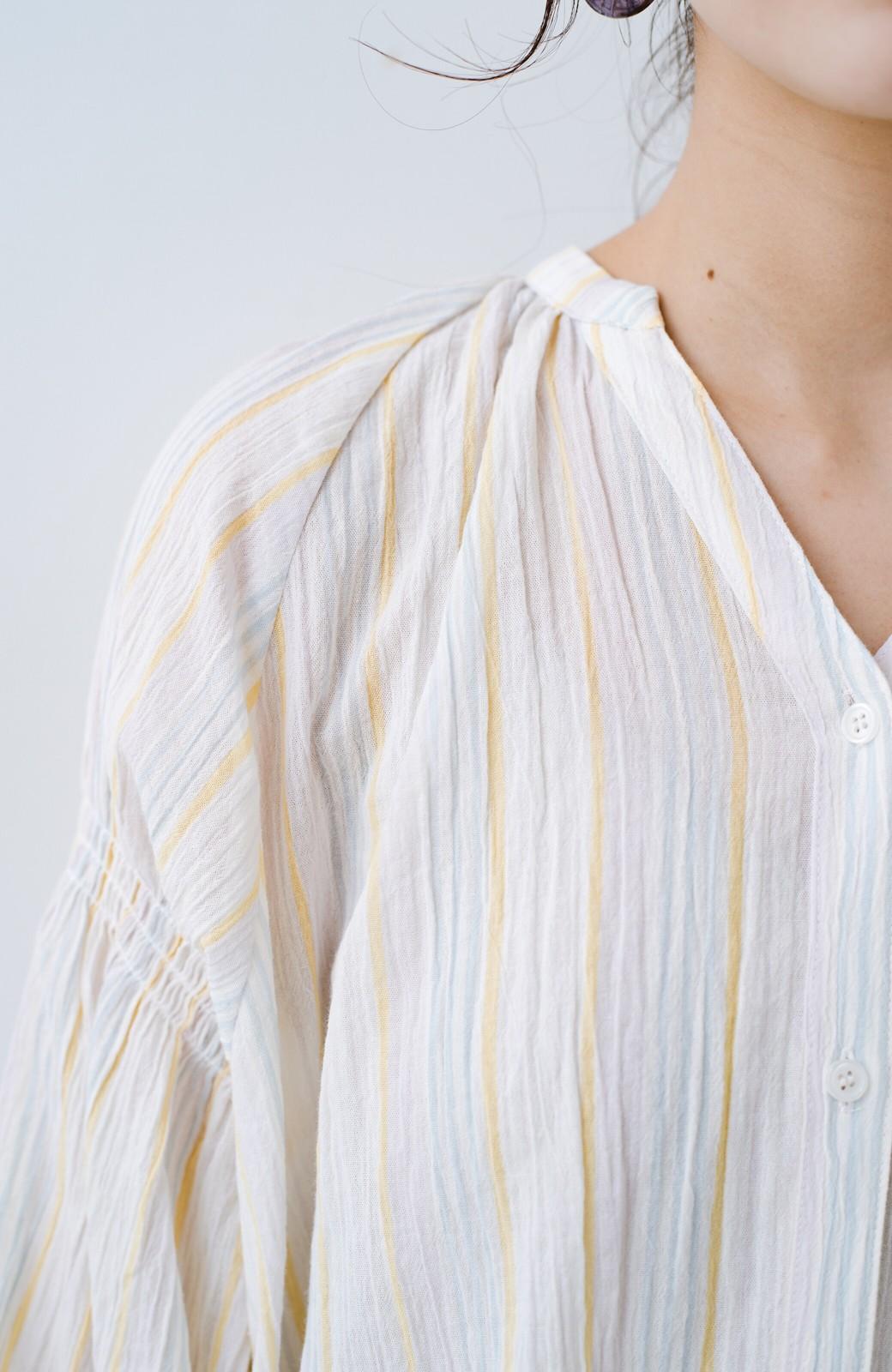 haco! haco! 時間のない朝でも気分の上がる コーデがパッと完成する 羽織にもなるやわらか楊柳素材のストライプワンピース <ホワイト×イエロー>の商品写真9