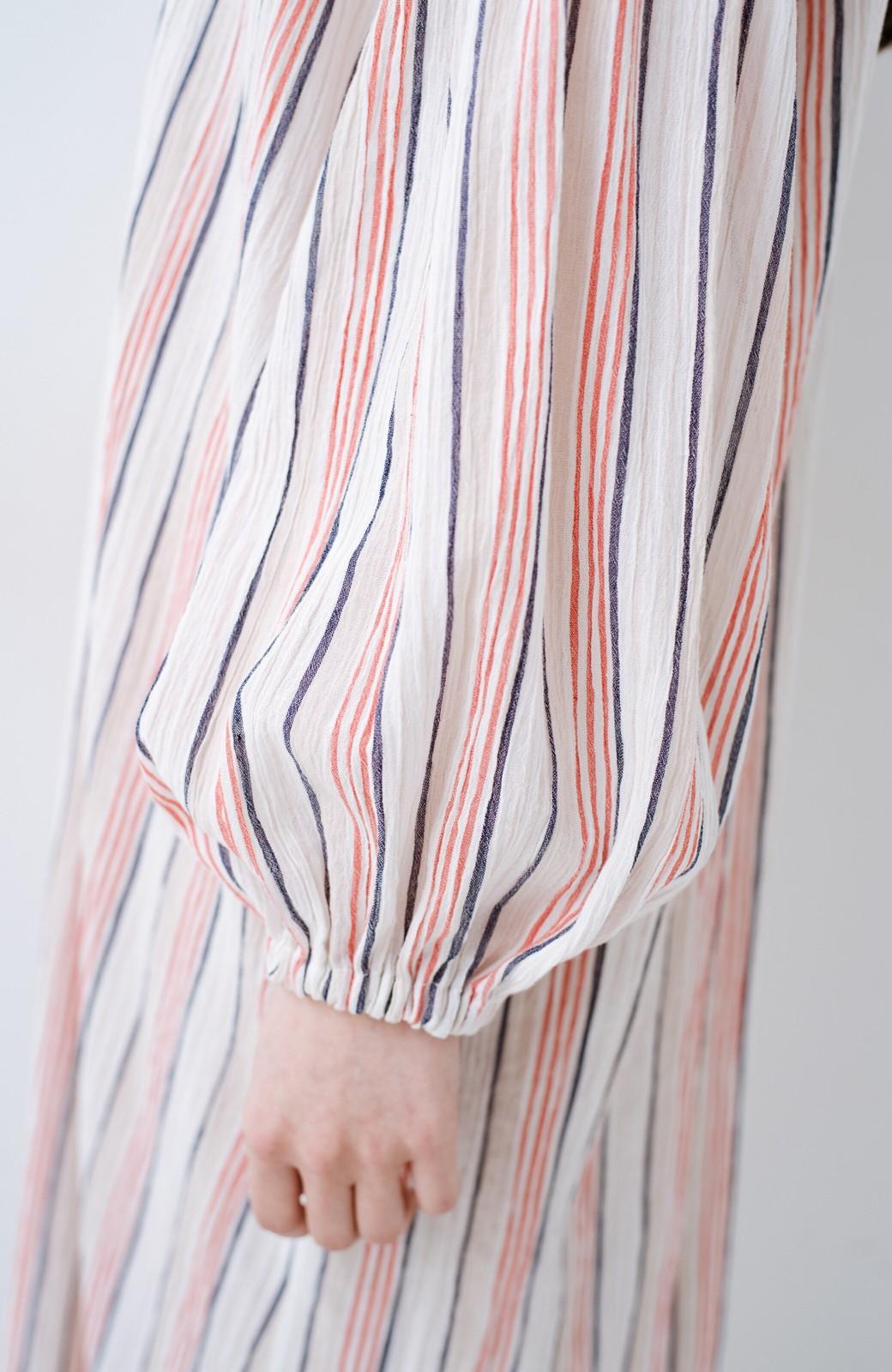 haco! haco! 時間のない朝でも気分の上がる コーデがパッと完成する 羽織にもなるやわらか楊柳素材のストライプワンピース <レッド系その他>の商品写真12