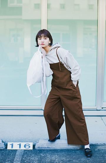 haco! カジュアル派の大人にぴったりな 麻混素材のシックなサロペットパンツ by que made me <ブラウン>の商品写真