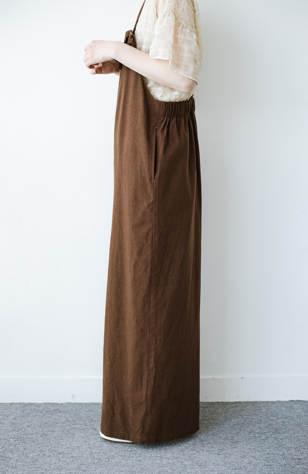 haco! カジュアル派の大人にぴったりな 麻混素材のシックなサロペットパンツ by que made me <ブラウン>の商品写真8